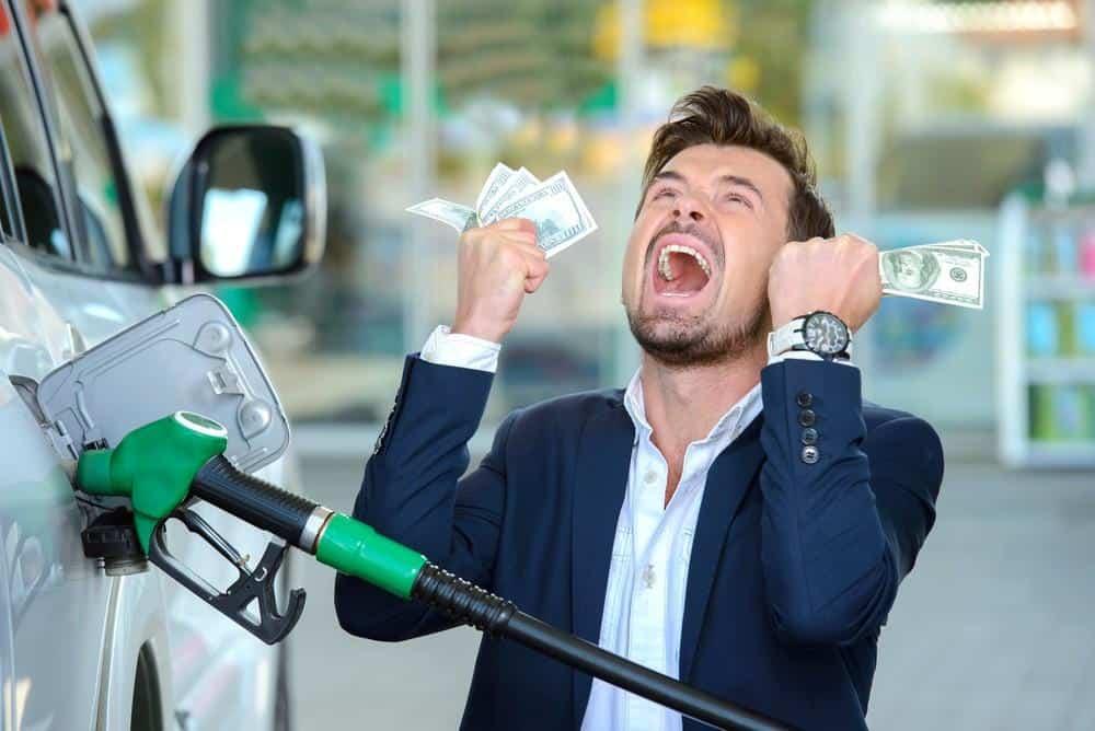 Como economizar mesmo com o aumento da gasolina