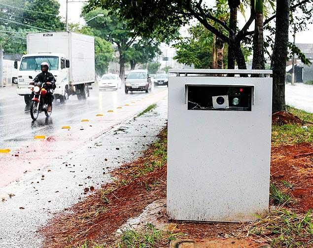 Radares móveis escondidos rua