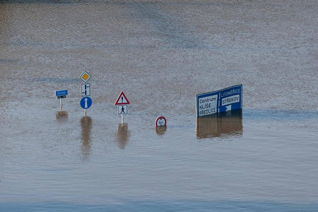 como dirigir em enchentes