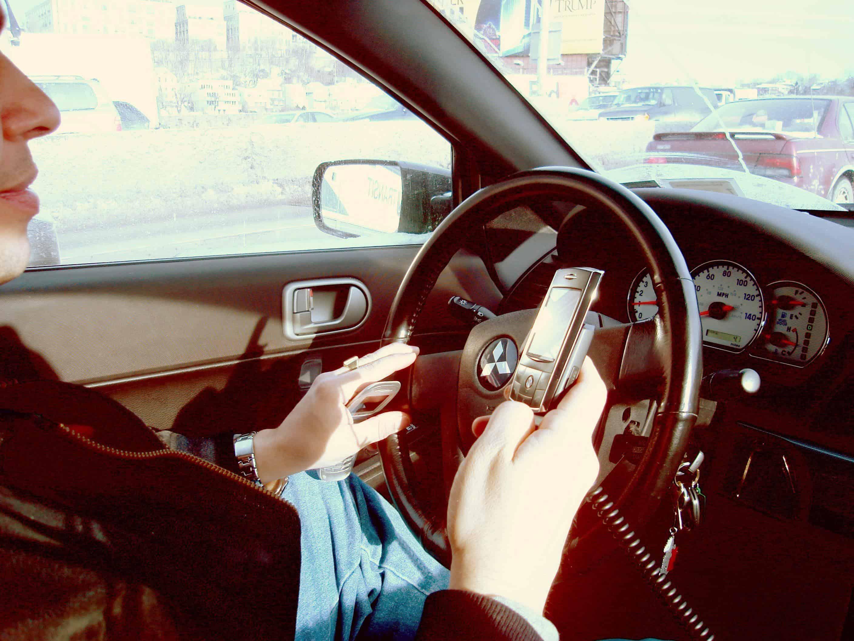 usar telefone celular ao volante