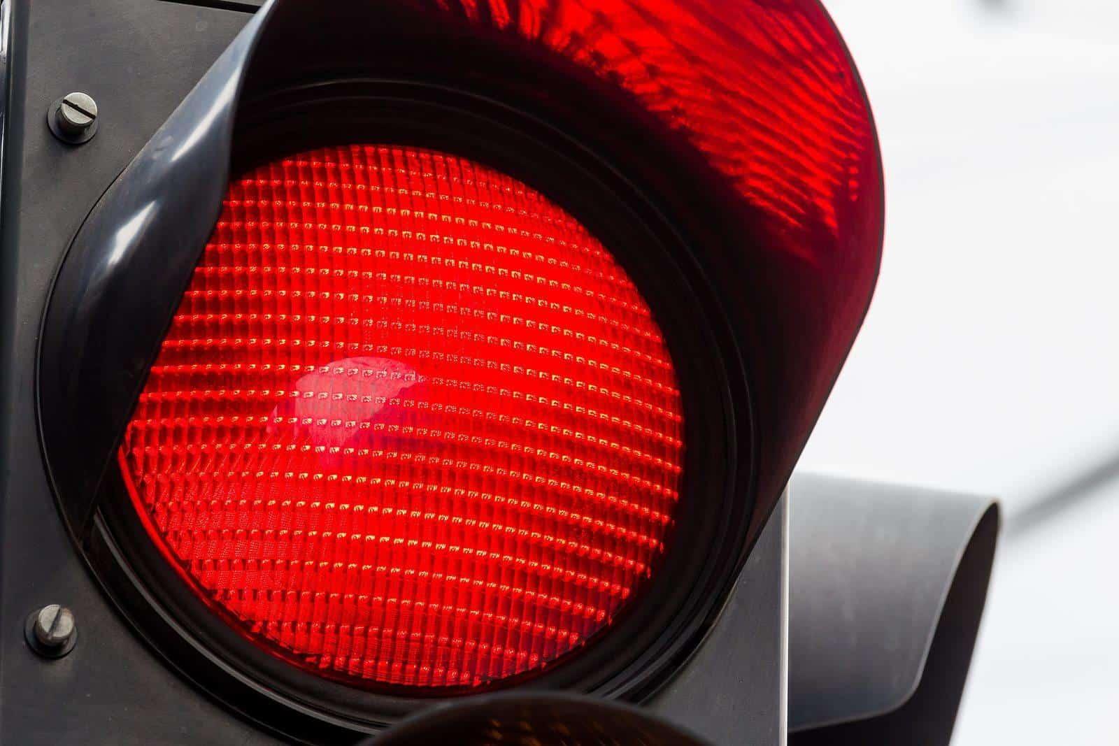 como recorrer multa por avançar sinal vermelho