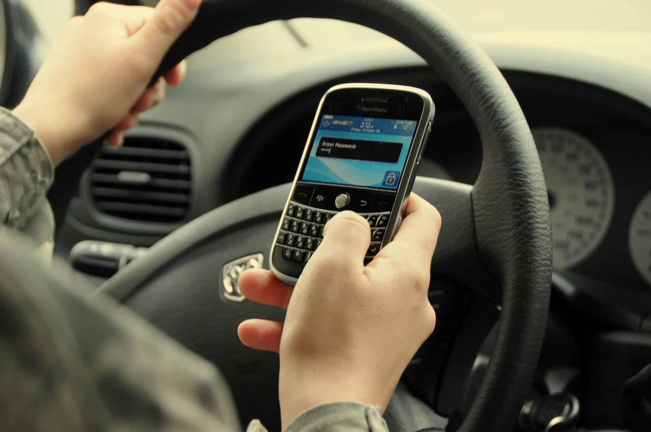 multa por dirigir falando ao celular valor