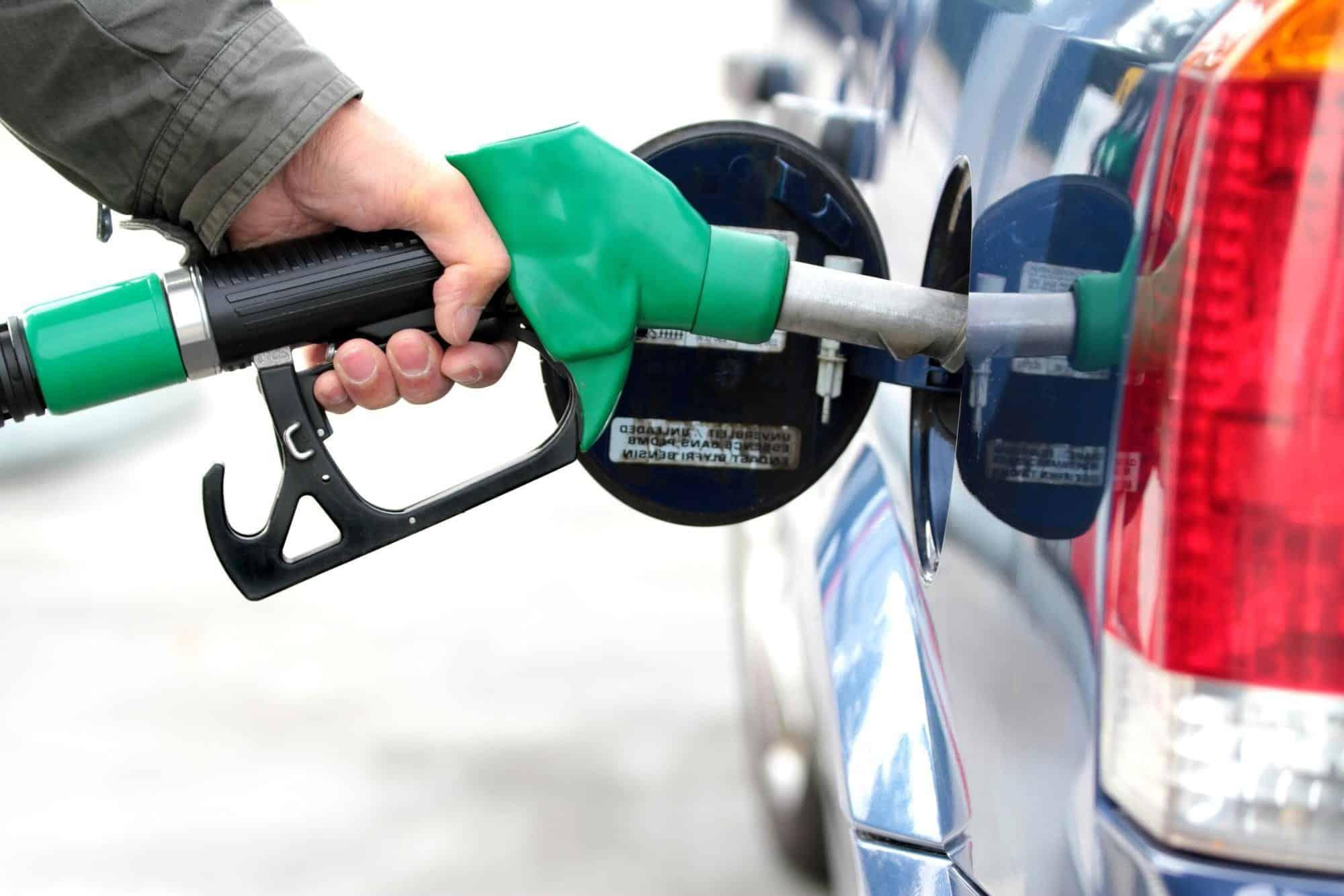 Golpes de trânsito gasolina adulterada