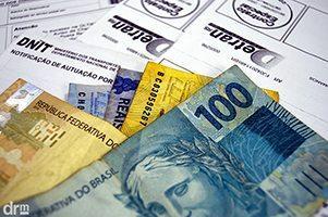 imagem dinheiro e multas