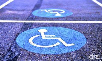 Estacionar em vaga para deficientes ou idosos passou a custar R$ 293,47
