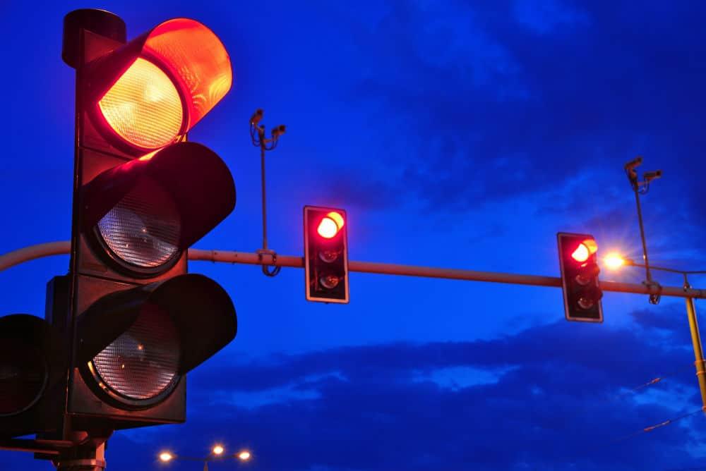 Em alguns casos, o avanço do sinal vermelho é justificável