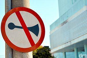 placa proibido buzinar