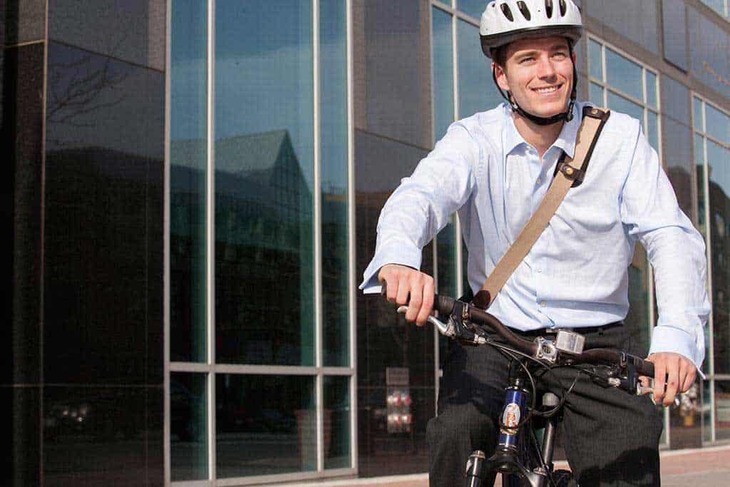 Motoristas podem levar multa por trafegar em ciclovia