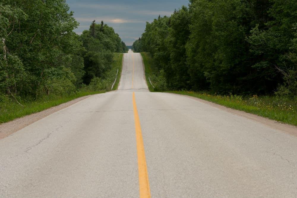 Para automóveis, camionetas e motocicletas – 100km/h Para os demais veículos – 90km/h