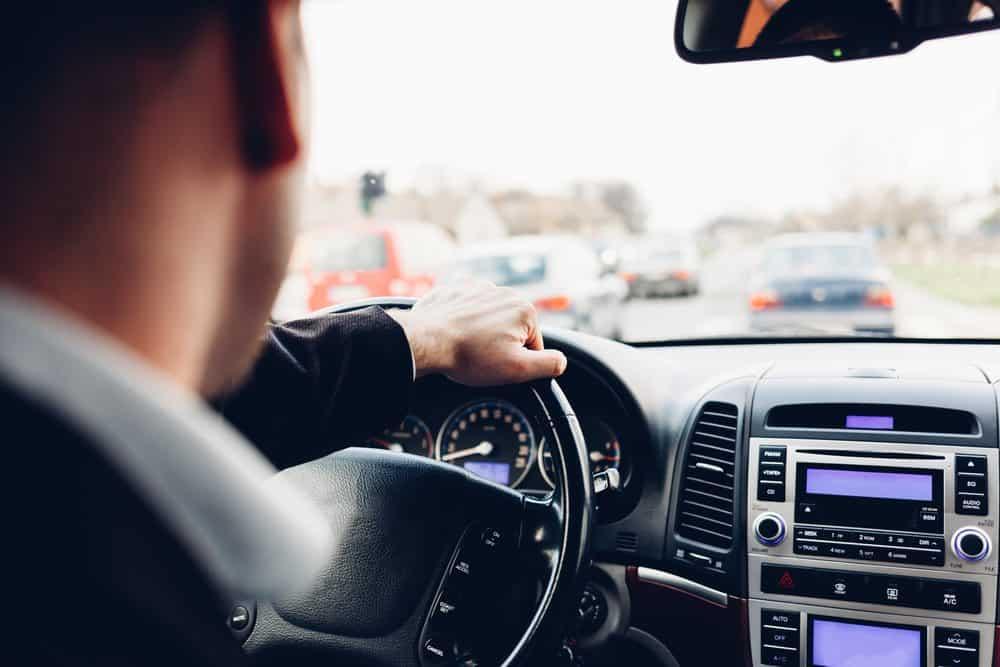 dirigir ameaçando os veículos cautela