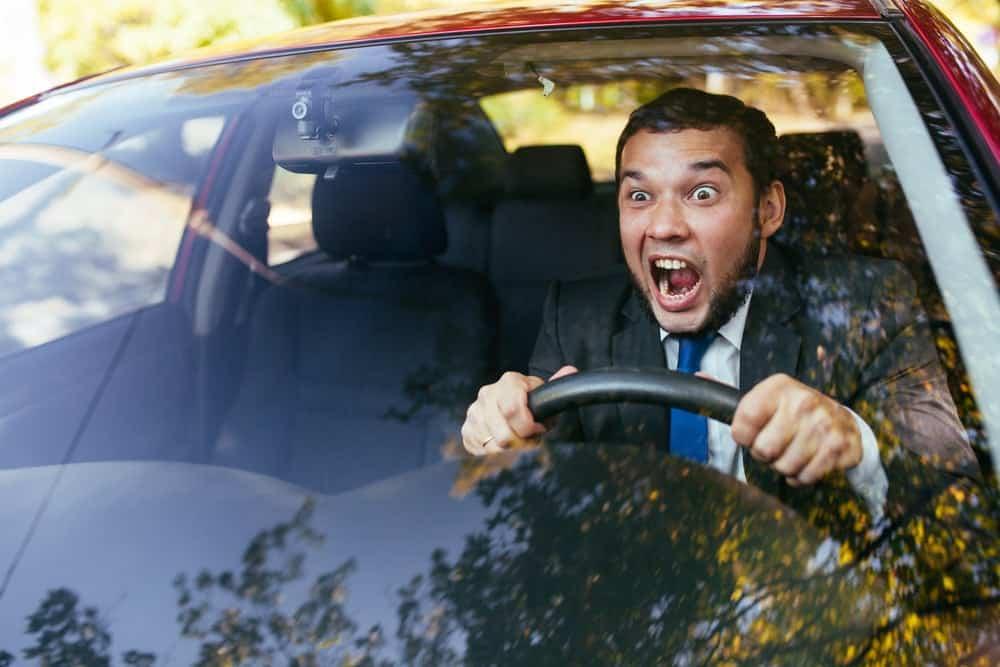 dirigir com a cnh suspensa