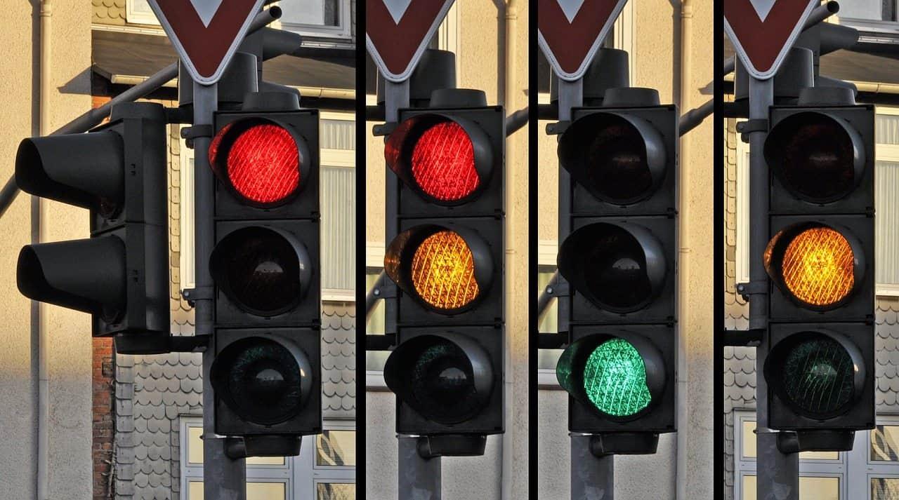 placa de trânsito semafórica
