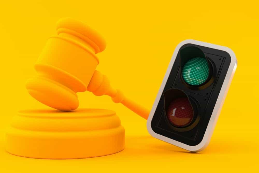 avancar sinal vermelho legislacao