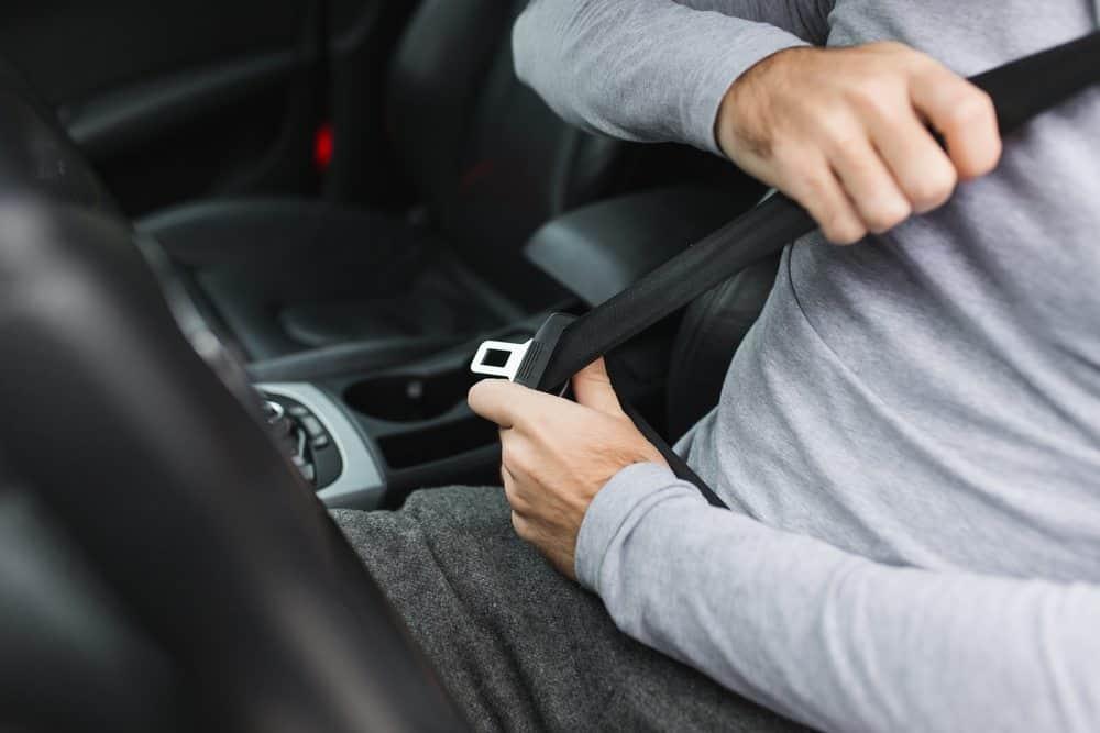 como dirigir bem cinto de segurança