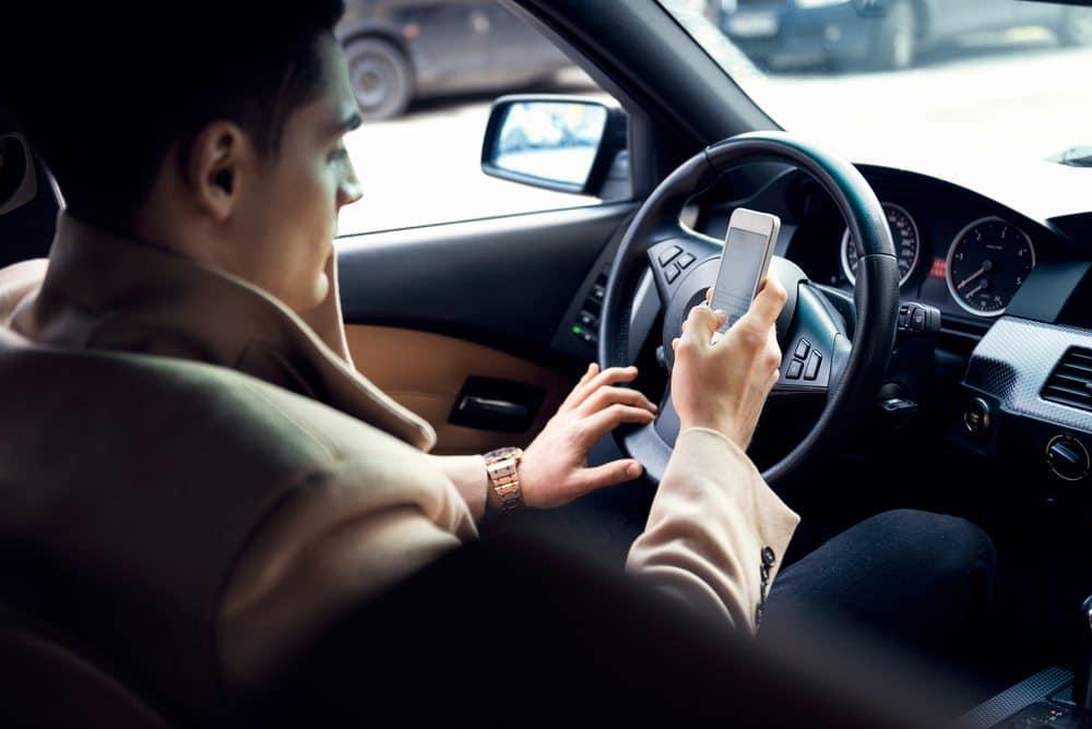 como dirigir bem evite celular