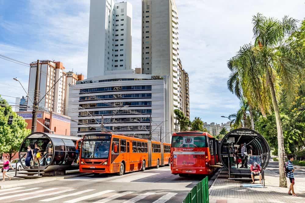 Valor da Multa Por Andar na Faixa de Ônibus e Como Recorrer