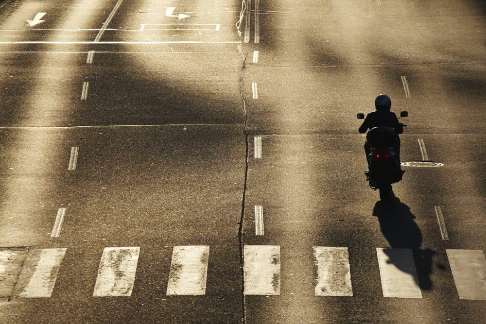 dirigir sem capacete motos
