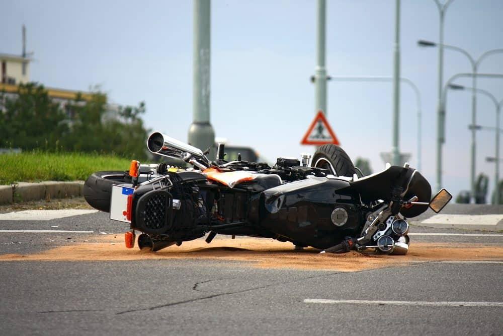 dirigir sem capacete acidente