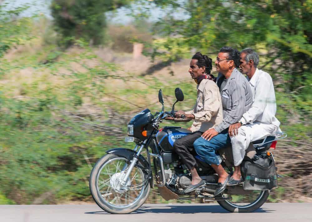dirigir sem capacete moto