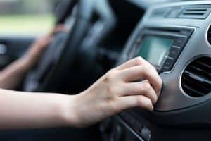 Carro com som alto dá multa? Saiba tudo sobre a nova Resolução