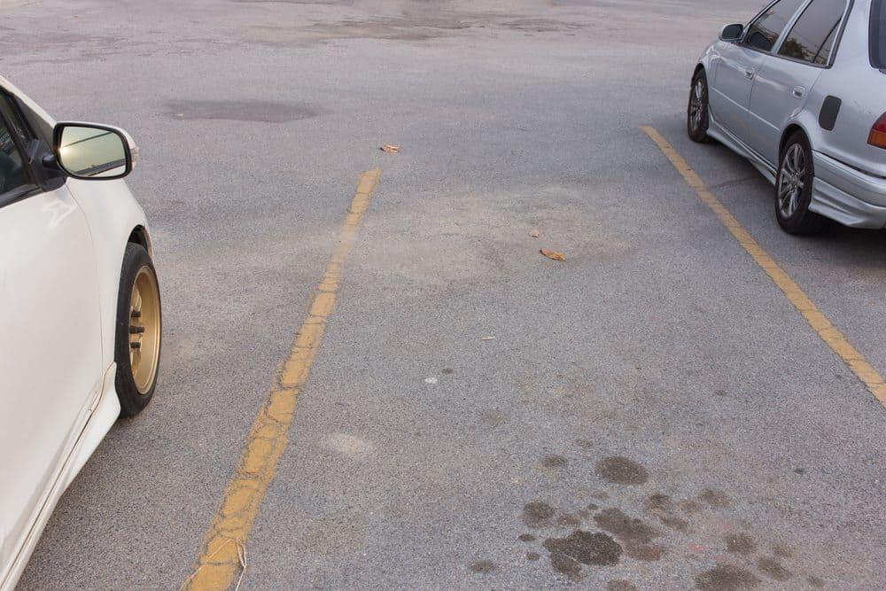 como estacionar entre dois carros de re