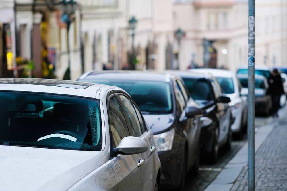 como estacionar entre dois carros lado esquerdo