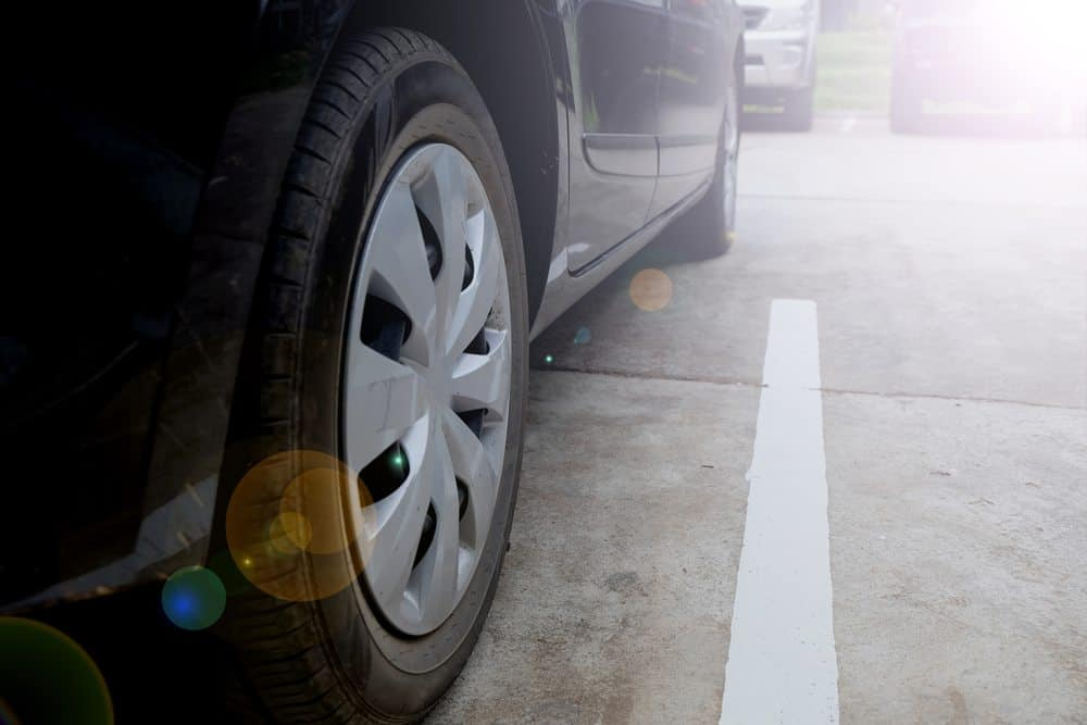 como estacionar entre dois carros melhor jeito entrar vaga
