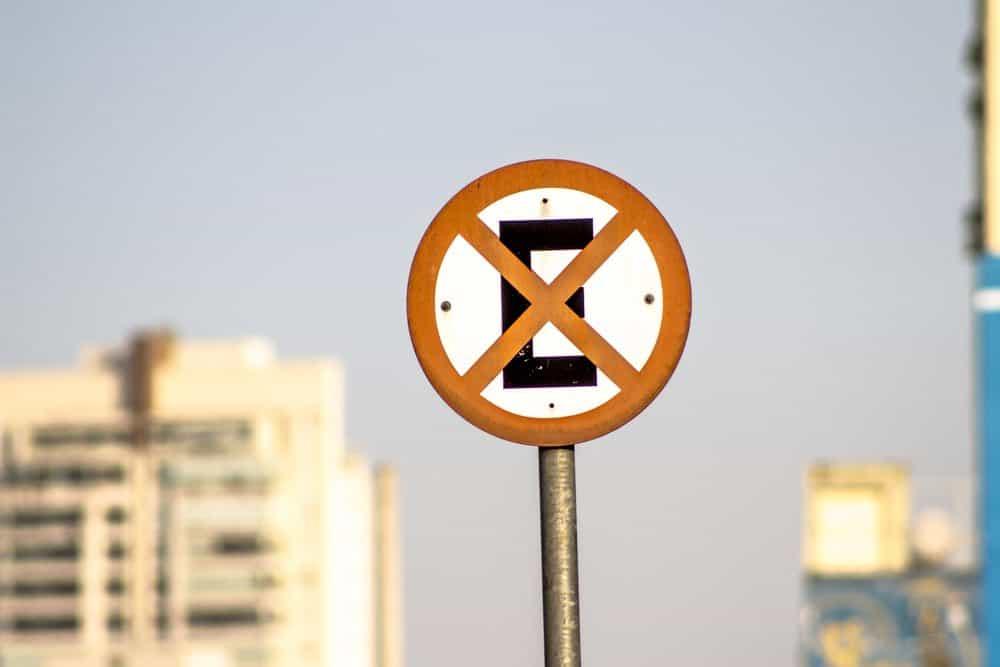 placas de sinalizacao de transito facilitam informacoes