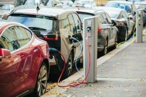 Lançamento da Tesla Revoluciona Venda de Carro Elétrico
