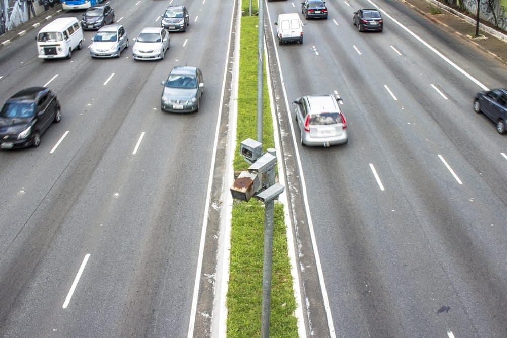 radar de velocidade aplicar multas