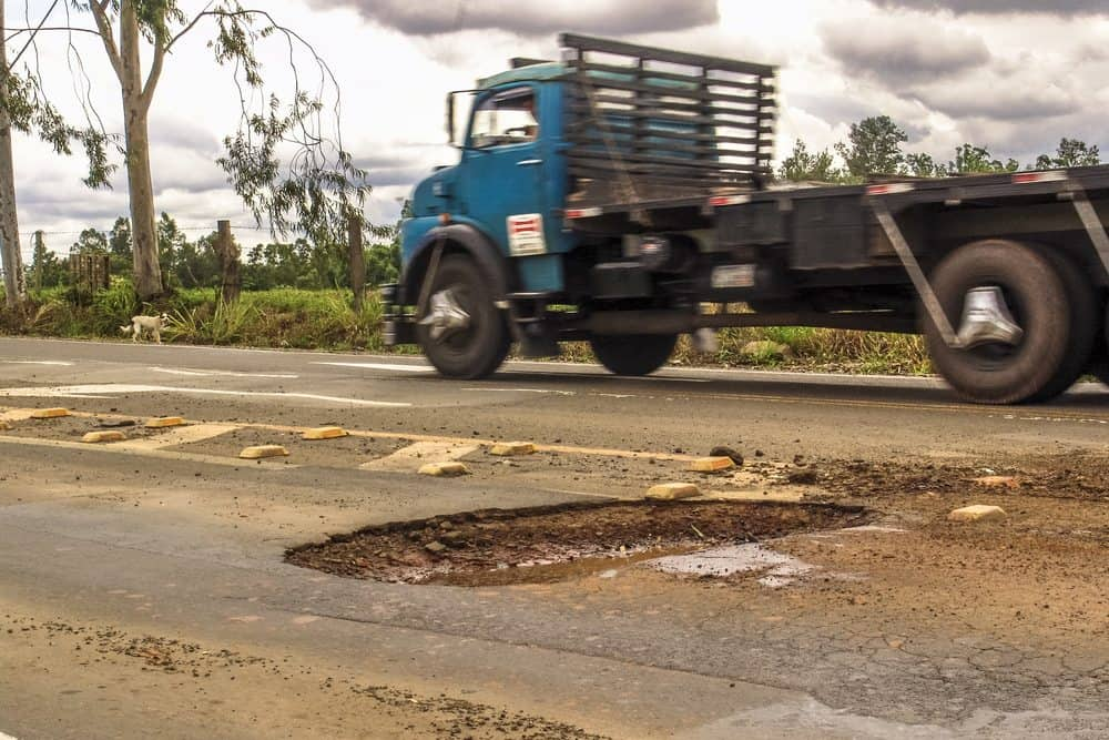 buraco na rua ruas esburacadas brasil