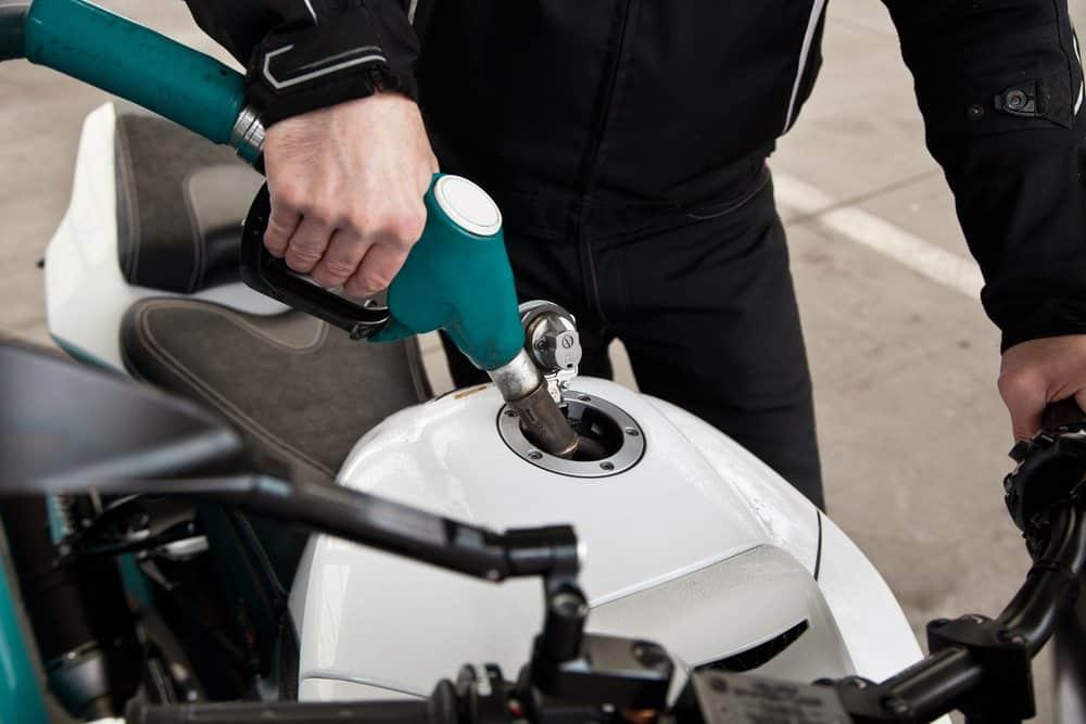como economizar combustivel gasolina na moto