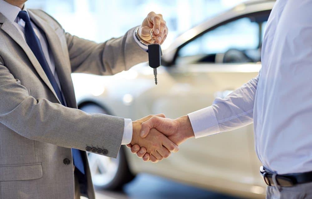 comprar ou alugar carros qual vale mais