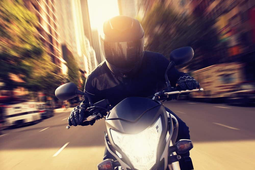 moto de corrida respeite limites velocidade