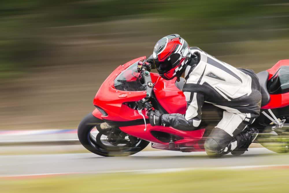moto de corrida tecnica curva