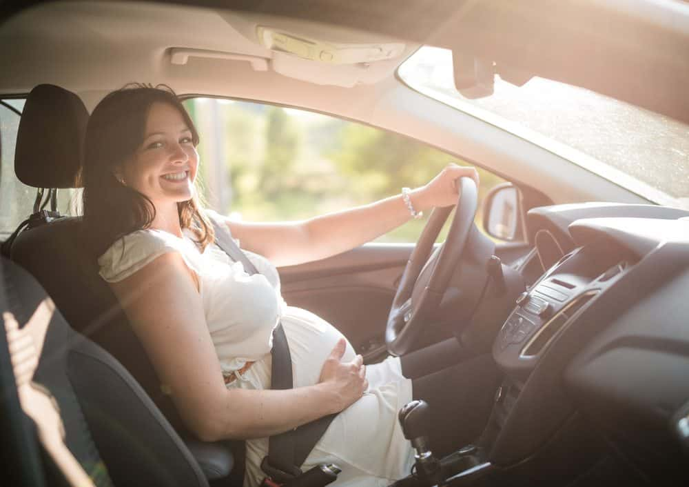 pode dirigir de chinelo gravidas podem dirigir