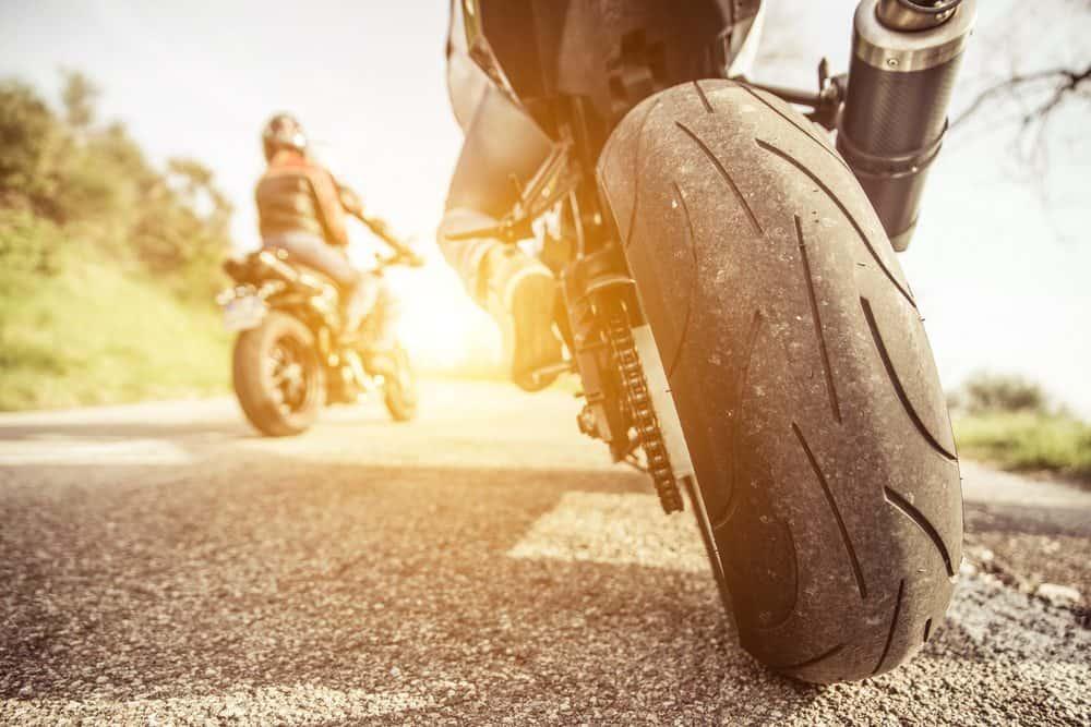 valor da multa por ultrapassar em faixa dupla motos