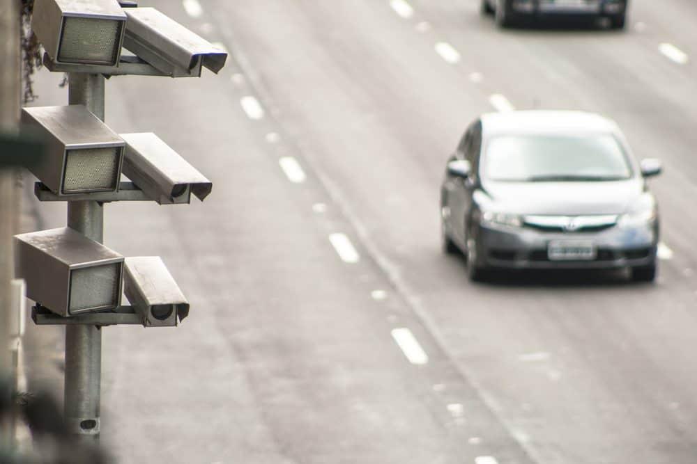 multas em estradas como sao aplicadas