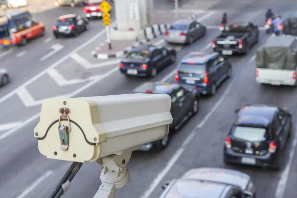 cameras de transito podem multar