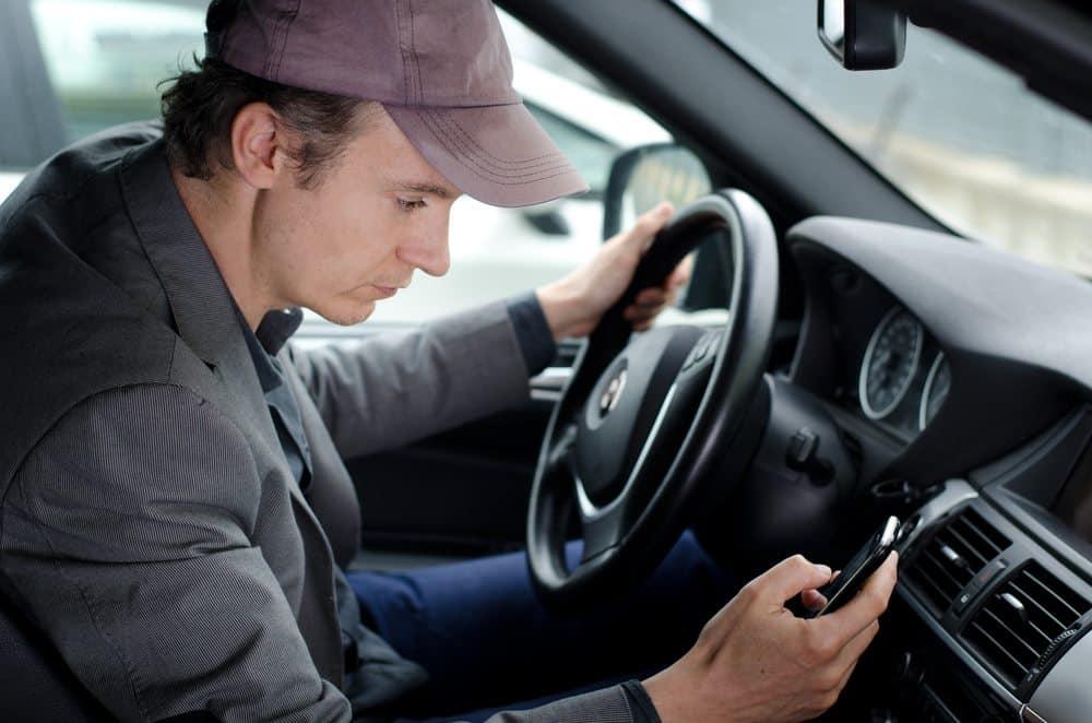 erros dirigir celular