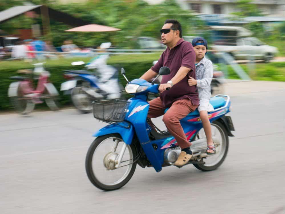 passageiro sem capacete o que diz a lei