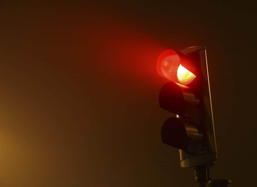 avancar sinal vermelho quando acontece