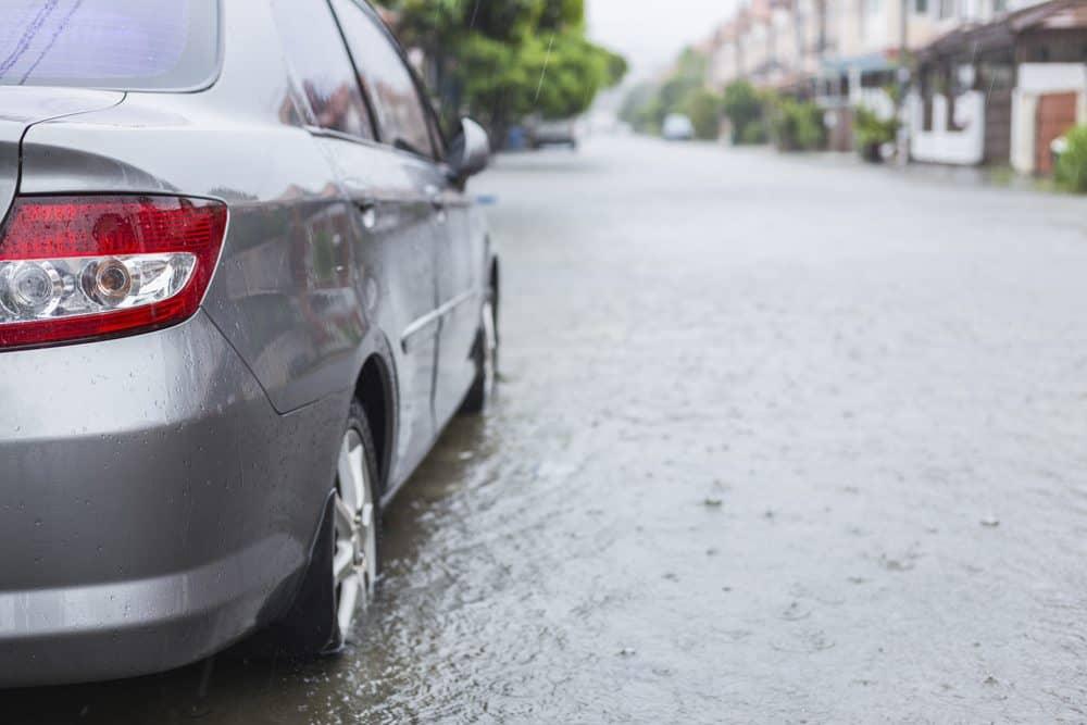 higienizacao de carros apos enchente dirigir na chuva