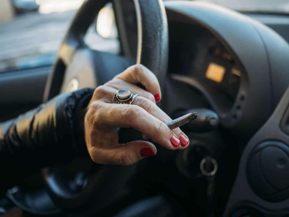 multa por dirigir fumando valor