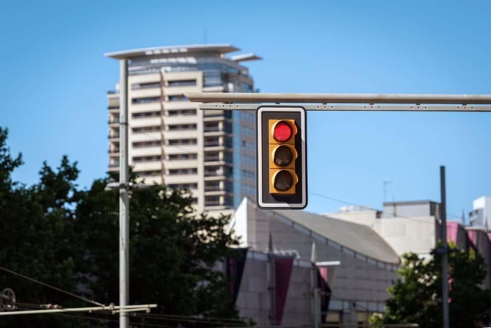 multas mais comuns sinal vermelho