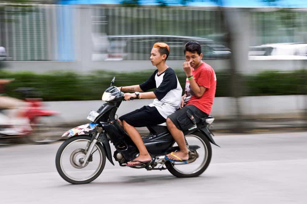pilotar moto de chinelo recurso multa