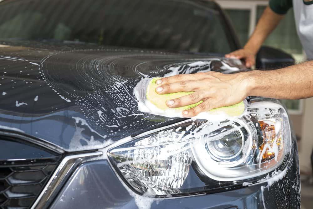 como lavar o carro leve regularmente