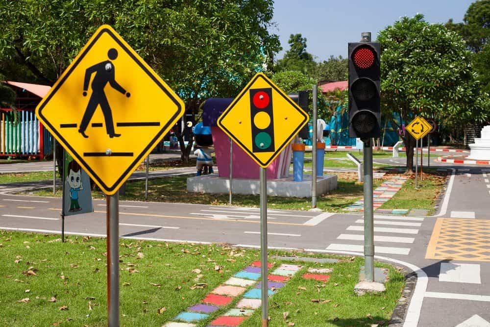 17 Sinais de Trânsito Que Todo Mundo Precisa Conhecer 981d972ef5