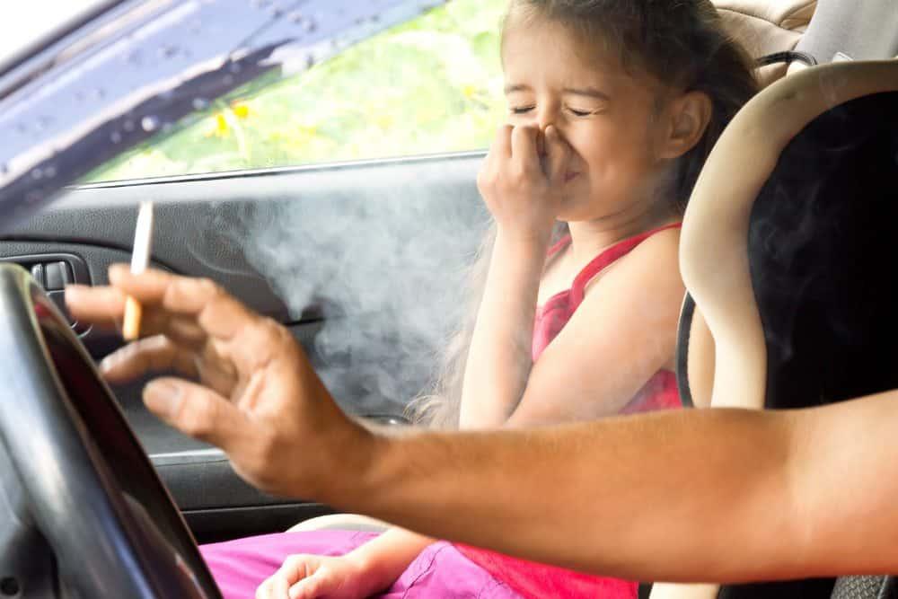 dirigir fumando passageiros