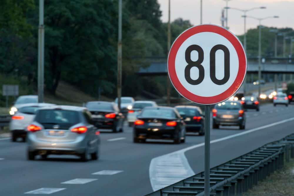 limite de velocidade quem estabelece